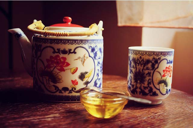 Honey and green tea remedy for acne